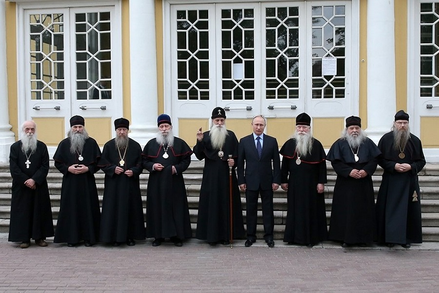 У входа в Покровский собор на Рогожском. Фото: Константин Завражин/РГ