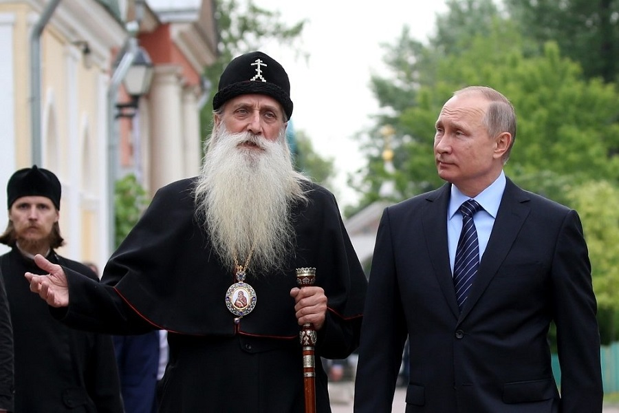 Митрополит Корнилий показал Президенту Рогожское. Фото: Константин Завражин/РГ