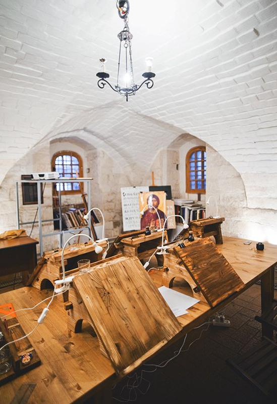 В стенах Скриптория царит атмосфера Средних веков
