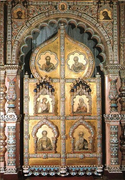Царские врата фаянсово-эмалевого иконостаса церкви святого Владимира в г. Марианске-Лазне, Чехия