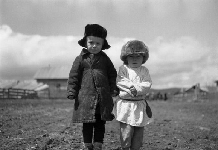 Ямадзоэ Сабуро. Братанники (двоюродные братья). Петя (слева) и Ефим Гуськовы. Село Романовка, Маньчжурия. 1938–1941 годы