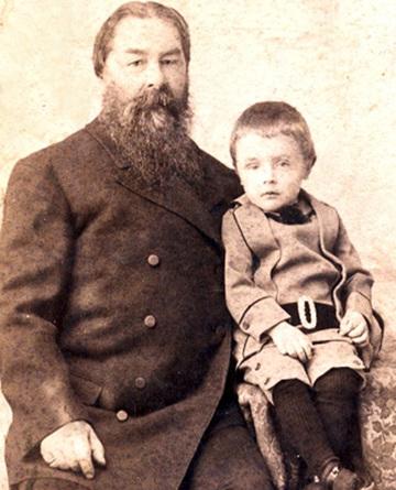 Михаил Лукич Свечников со старшим внуком Леонидом. 1895–1896 г.
