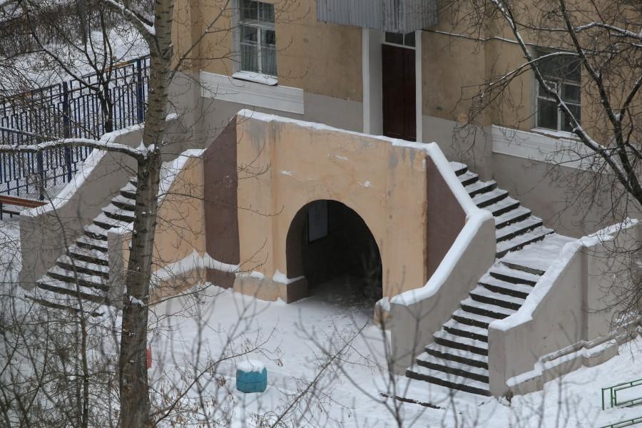 Вход в нижний храм во имя преподобного Сергия Радонежского