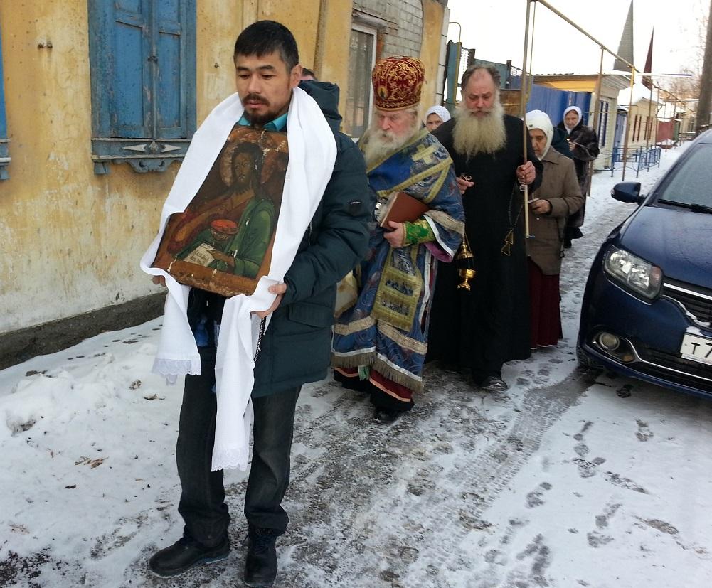Крестный ход в день освящения храма во имя Рожества Иоанна Предотечи в Тюмени. Декабрь 2017 года