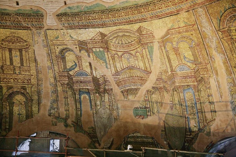 Святые бессребреники Козма и Дамиан. Конец IV — третья четверть V вв. Церковь св. Георгия (Ротонда), Салоники, Греция. Мозаика в куполе