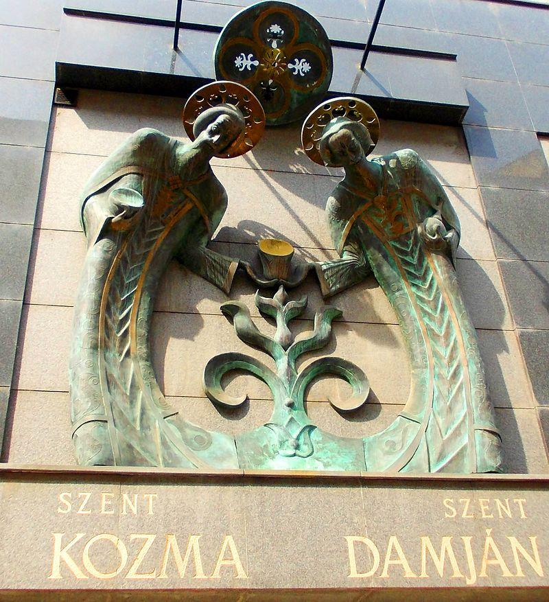 Мемориальная доска Козме и Дамиану в Будапеште