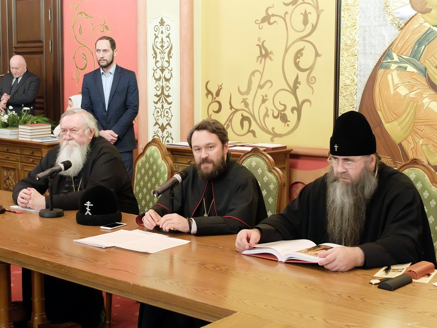 На заседании «старообрядческой секции» Рождественских чтений председательствовал митрополит Волоколамский Иларион (Алфеев) (в центре)