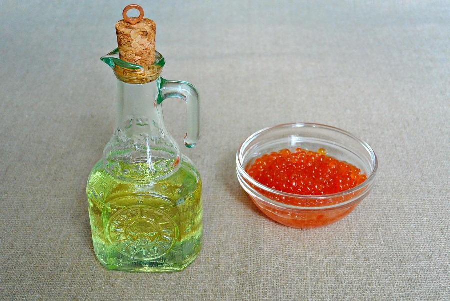 Растительное масло и лососевая икра