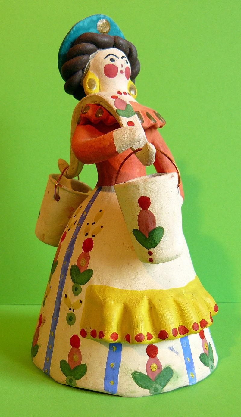 Дымковская русская народная игрушка «Водоноска». Фото