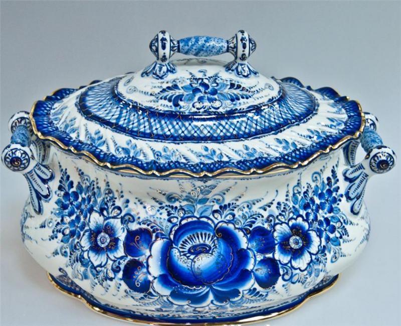 Керамическая посуда из Гжели