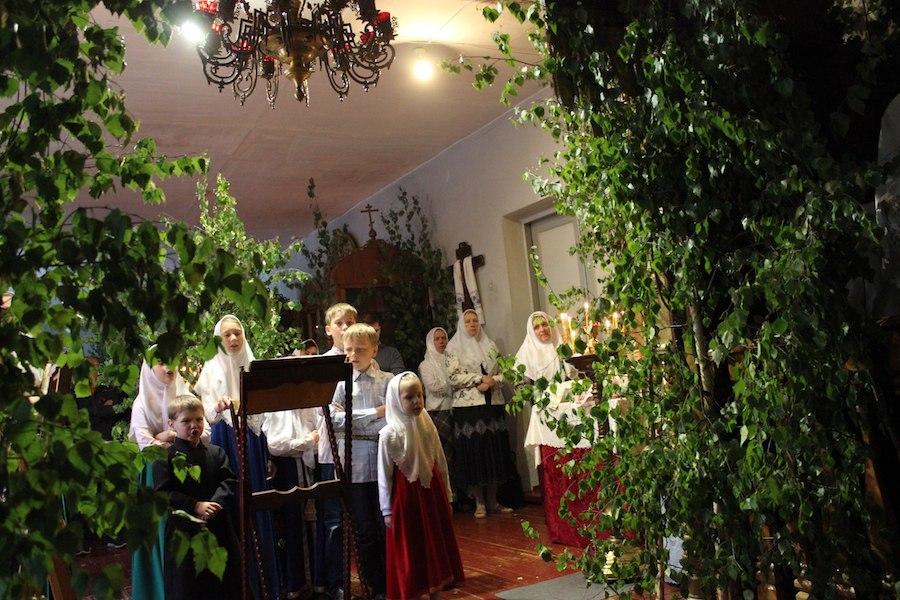 На праздник Святой Троицы храмы у старообрядцев украшают зеленью