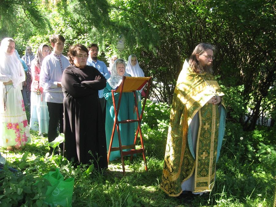 Молебен празднику Святой Троицы на месте разрушенного в 30-е годы XX века старообрядческого храма в селе Борисово, 27 мая 2018 года