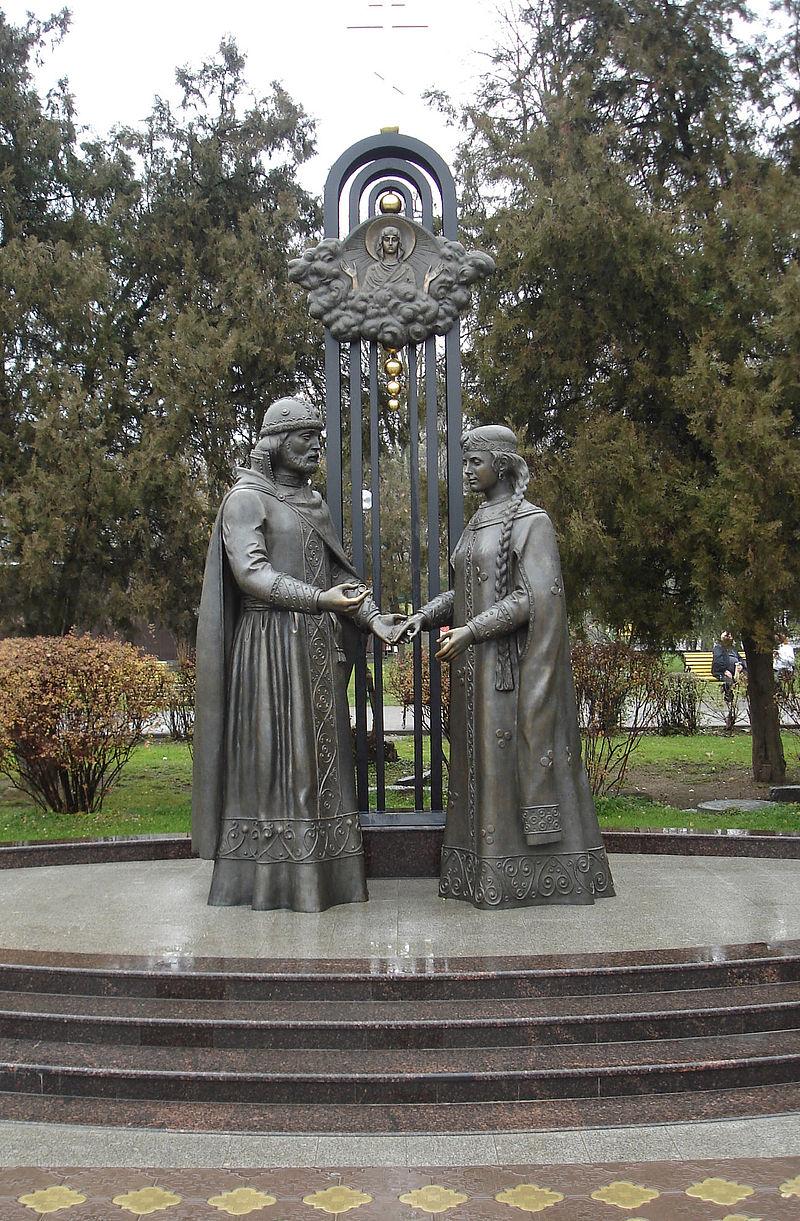 Памятник святым Петру и Февронии в Ростове-на-Дону