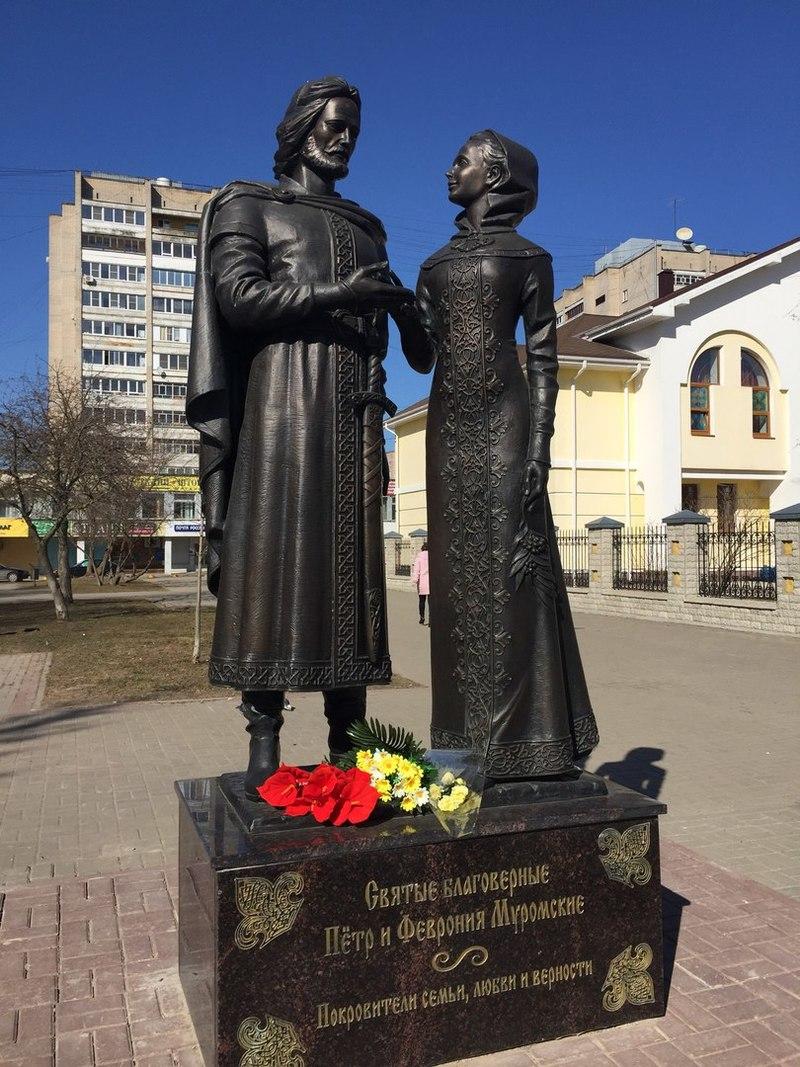 Памятник святым Петру и Февронии в Обнинске