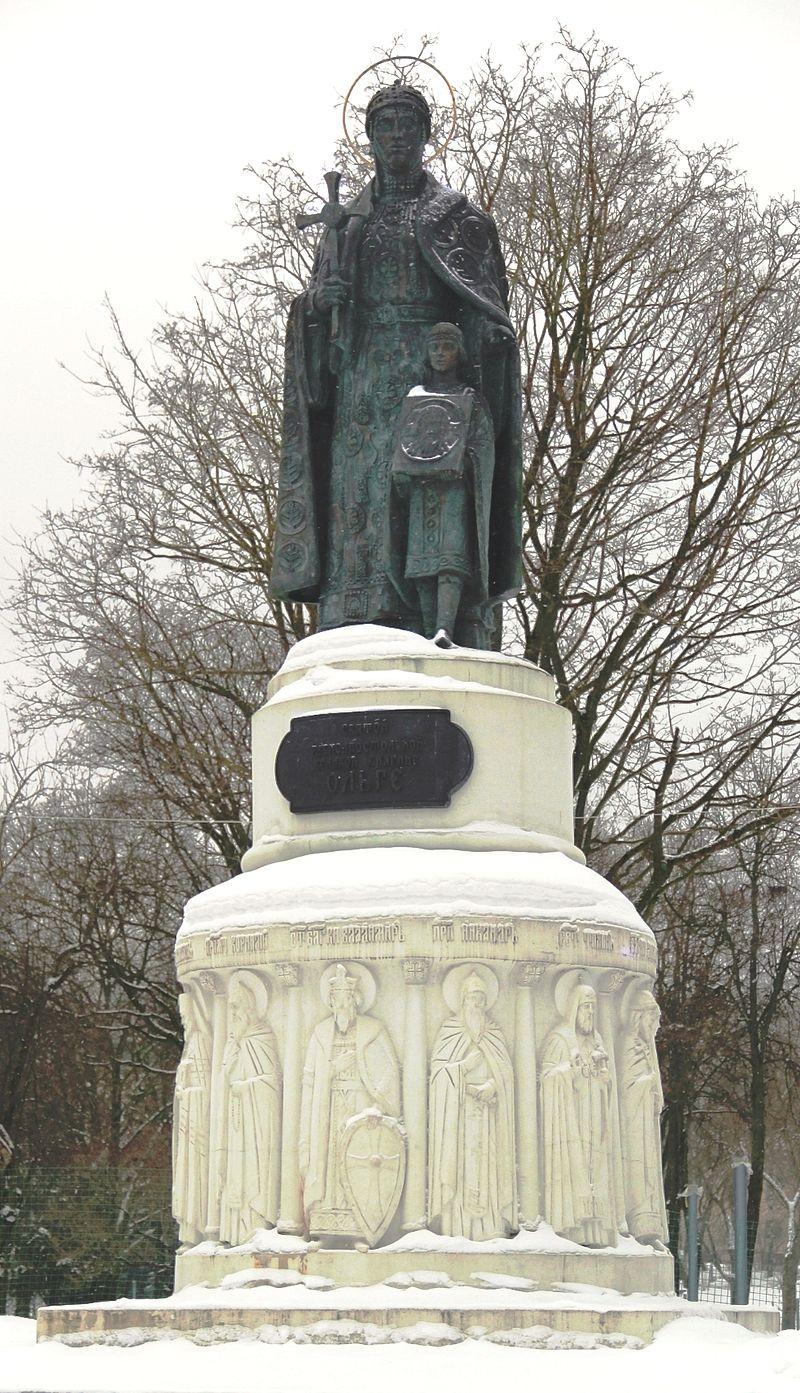 Памятник княгине Ольге и Владимиру в Пскове. Скульптор Вячеслав Клыков