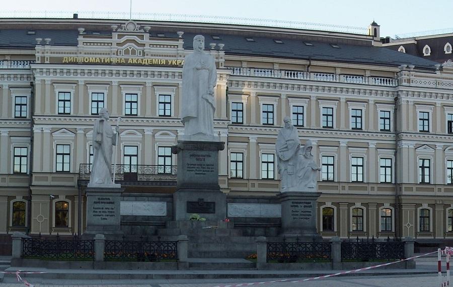 Памятник княгине Ольге, святому Апостолу Андрею Первозванному и равноапостольным Кириллу и Мефодию в Киеве