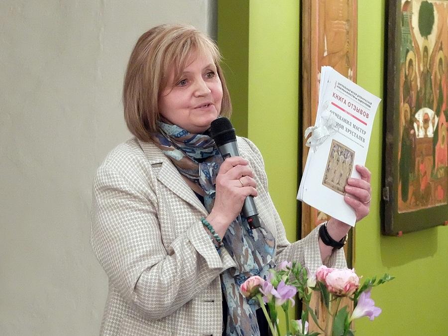 Заведующая сектором декоративно-прикладного искусства Елена Яковлевна Зотова