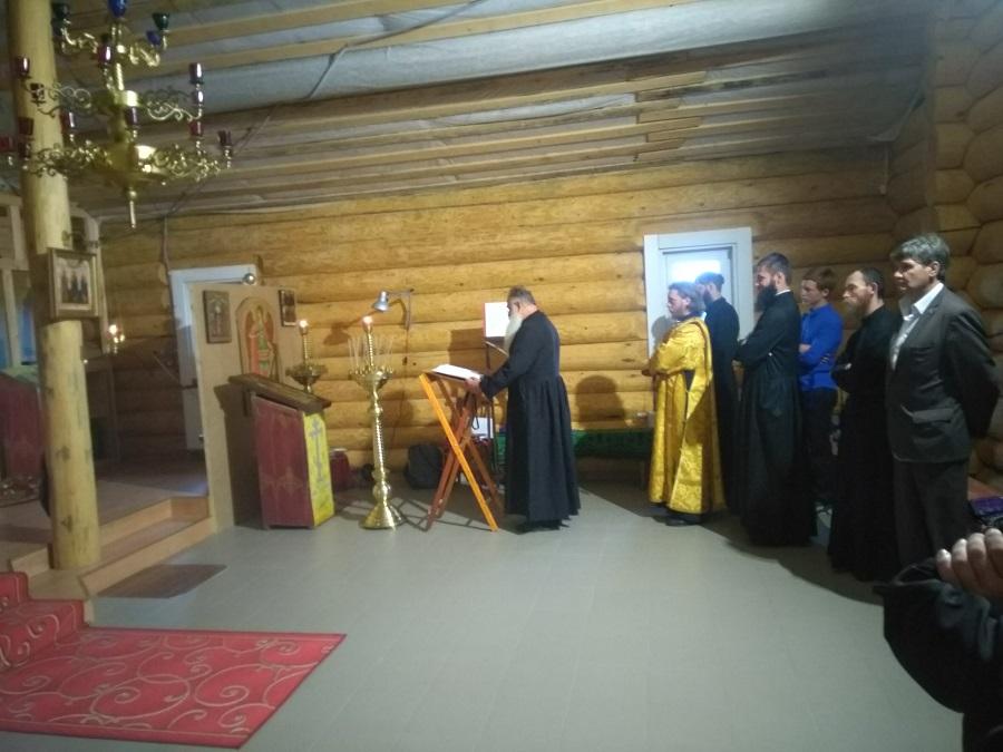 Начало службы освящения храма