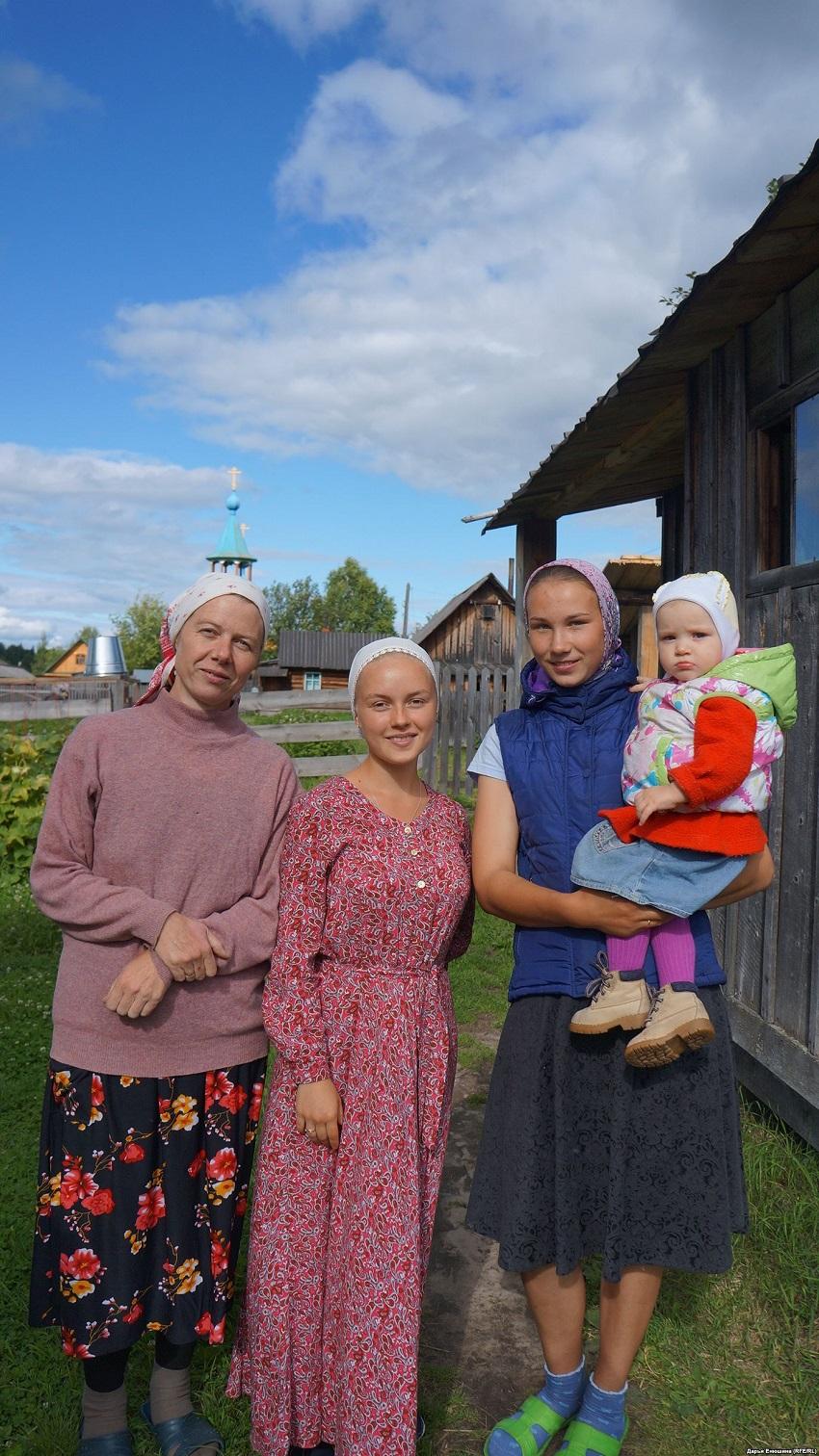 Женщины старообрядеской общины деревни Гарь.