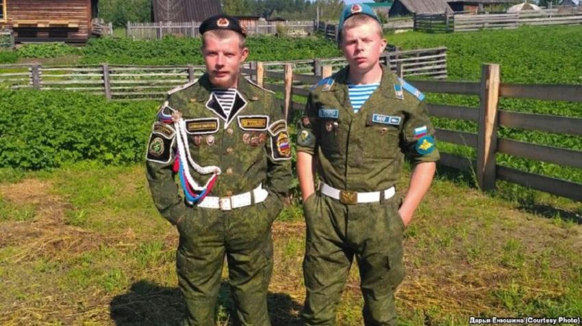 Даниил и Иван Бесштанниковы. Дембельское фото
