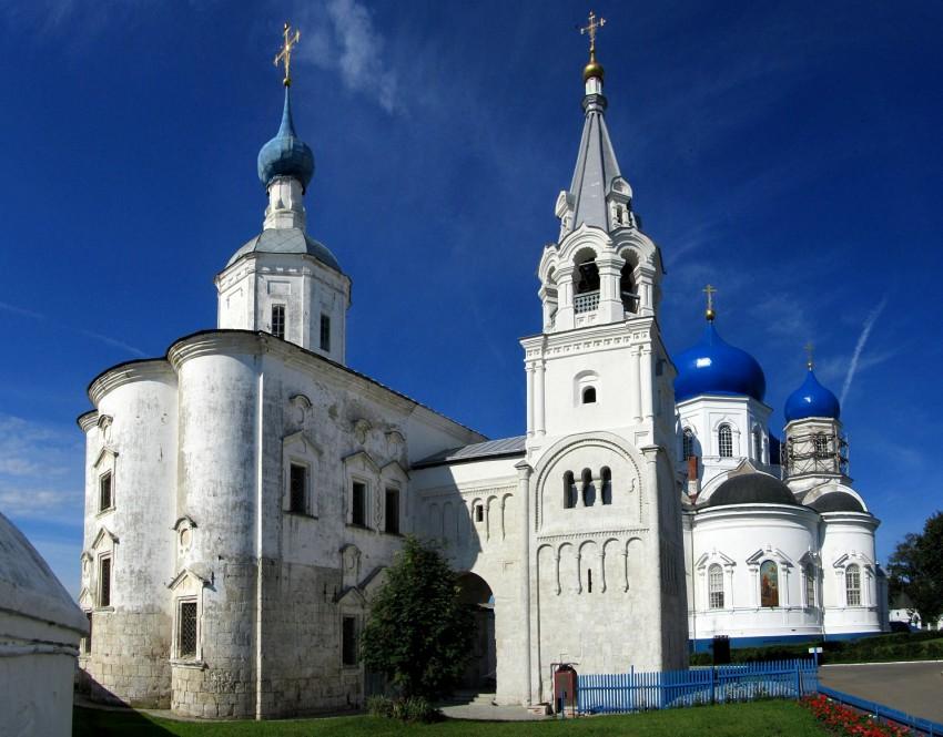 Собор Рождества Пресвятой Богородицы (Боголюбский женский монастырь, Владимирская область). Основан около 1158 года. Рухнул в 1722 году, отстроен в 1751–1758 годах