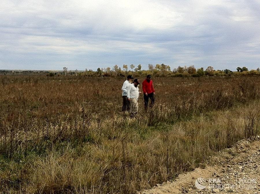 Староверы из Южной Америки осматривают соевые поля в Амурской области