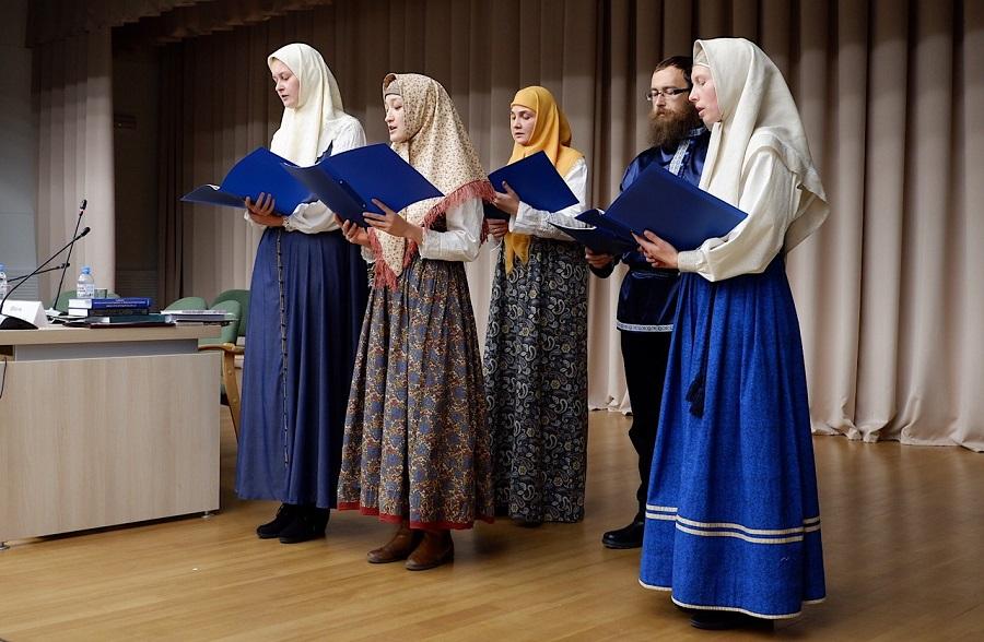 Хор Древлеправославной поморской церкви исполняет духовные стихи