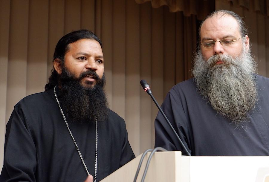 Иерей Михаил Родин (справа) с о. Кириллом Шахзад (Пакистан)