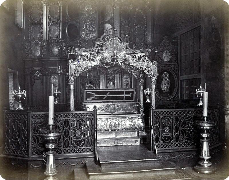 Рака с мощами святой Великомученицы Варвары в Златоверхом монастыре. Фотография 1872 года