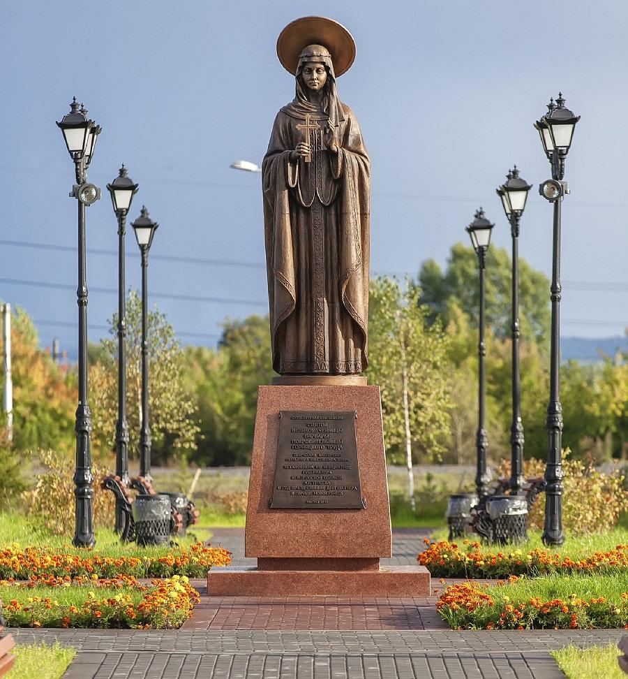 Скульптурная композиция святой великомученицы Варвары в Новокузнецке