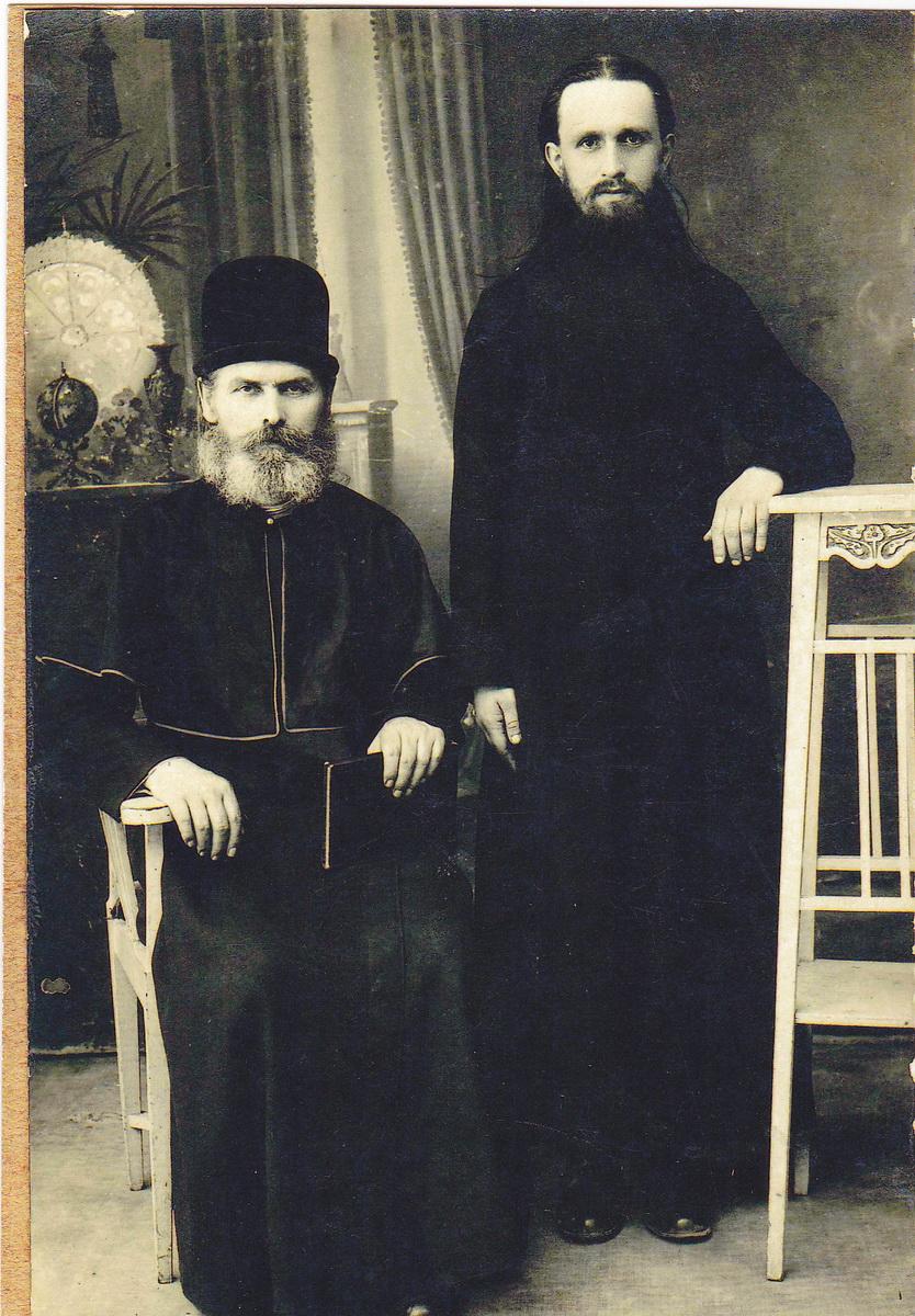 Епископ Харьковский Рафаил (Воропаев) и священноиерей Федор Торлин. Киев, 1929 г.