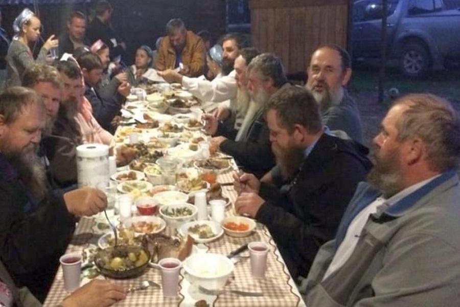 Ужин со старообрядцами, которые уже переселились из Америки на Дальний Восток. Осень 2018-го. Фото: из архива Марии Санаровой
