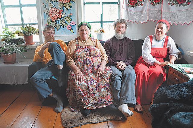Они пронесли любовь к родине через десятилетия изгнания... Слева направо: Ульян Мурачев, Татьяна Килина, Петро и Агафья Фефиловы