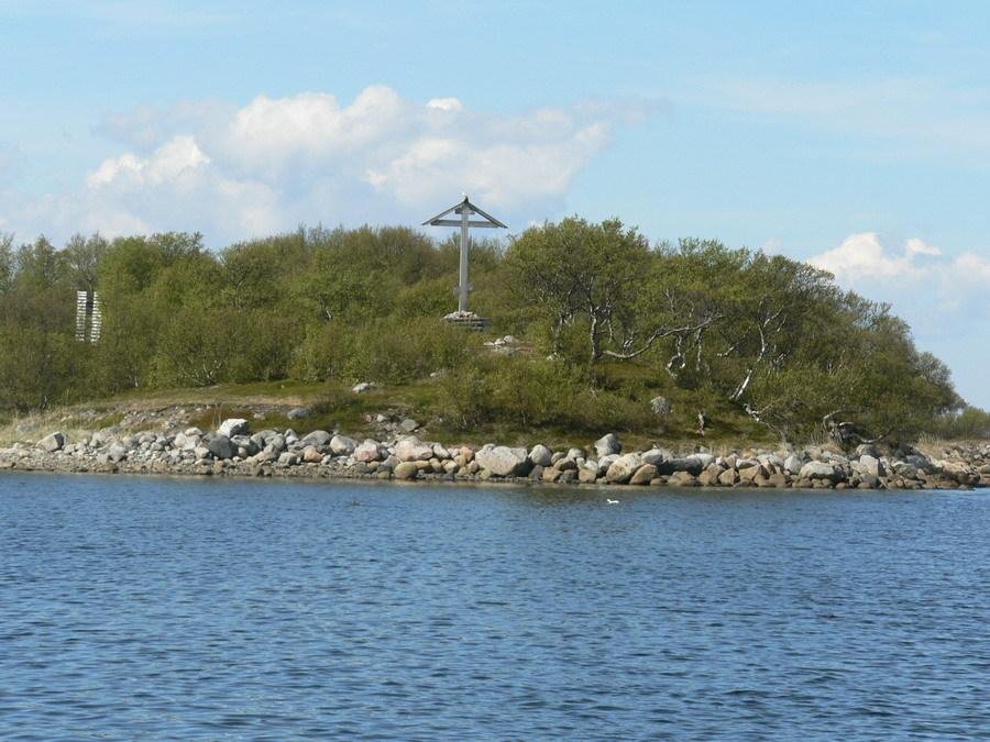Поклонный крест на одном из Соловецких островов