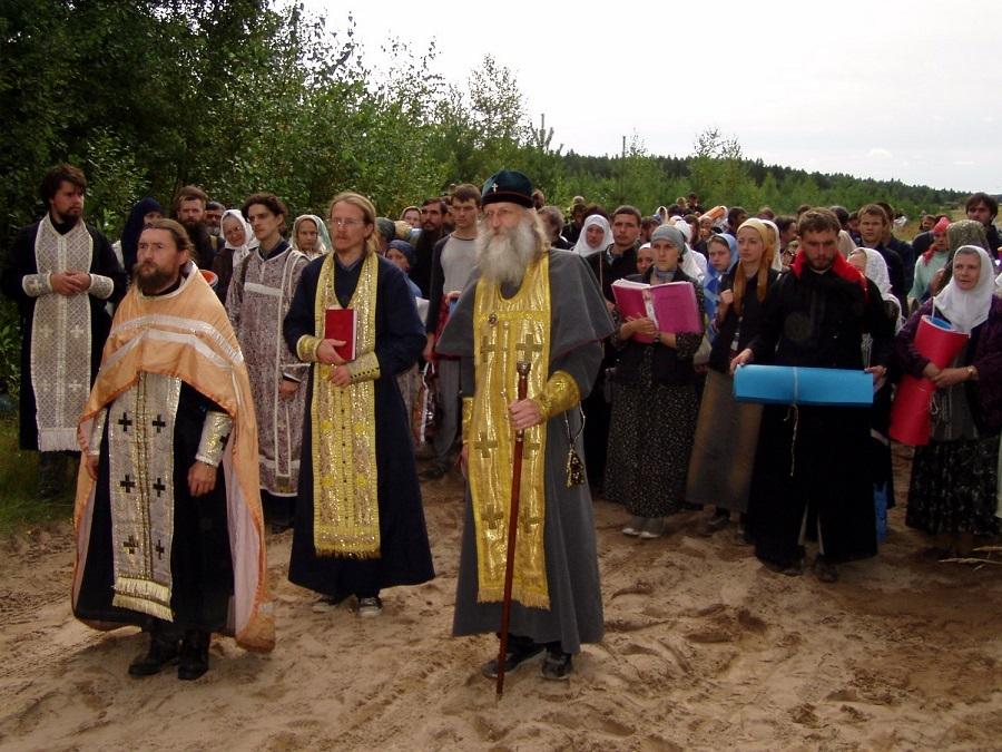 Владыка Андриан во главе Великорецкого крестного хода