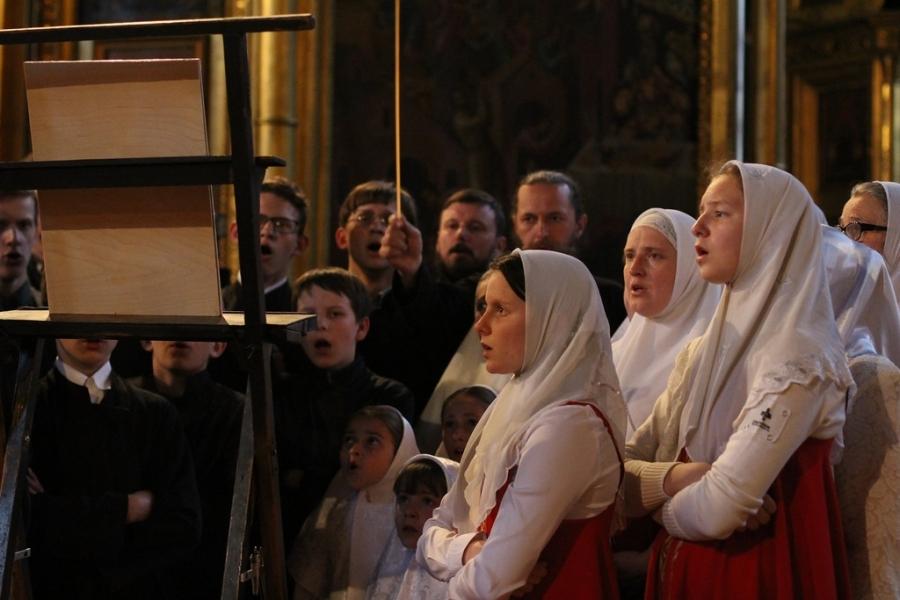 Вечер духовных песнопений традиционно проходит во второй половине дня недели Жен-Мироносиц