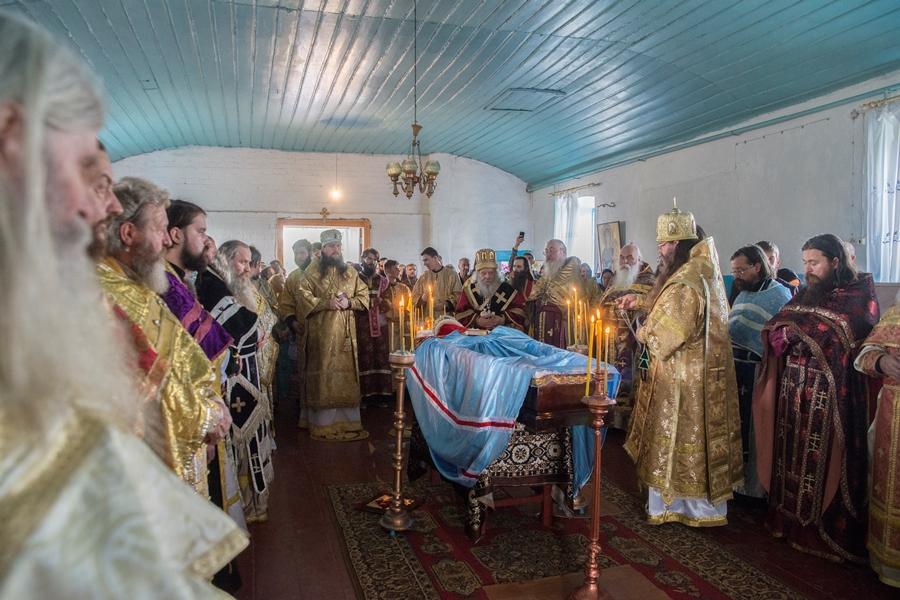 На погребении владыки Саватия