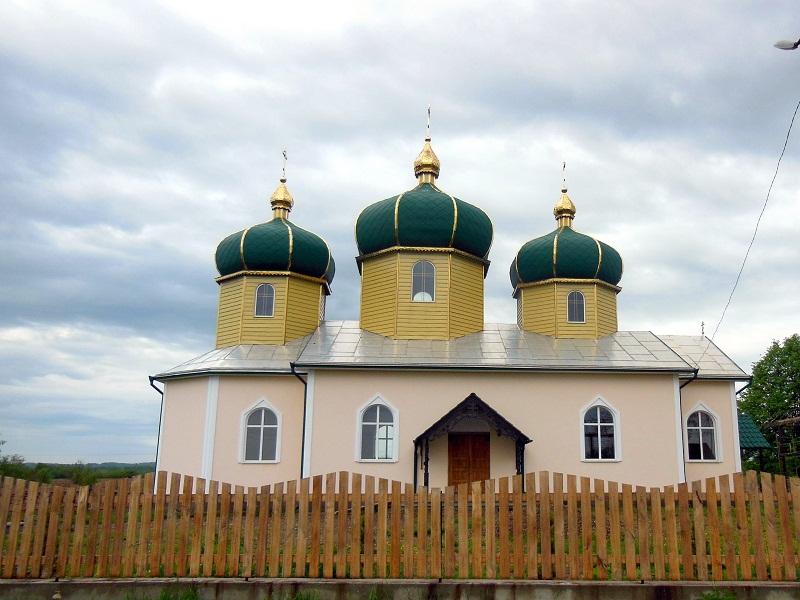 В кратчайшие сроки в с. Липованы был возведен новый храм