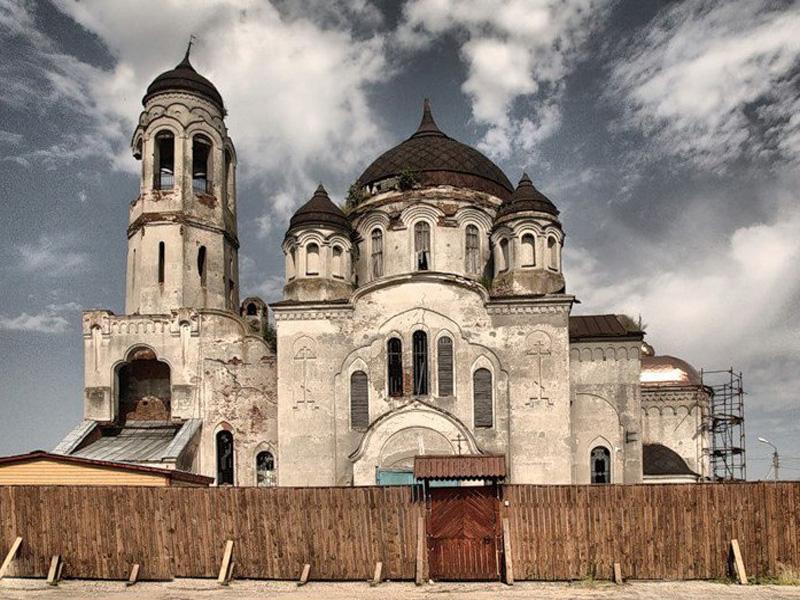 Бывший неокружнический храм Покрова Пресвятой Богородицы. Принадлежал второй Покровской общине г. Боровска