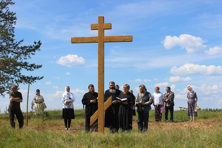 Гости изНовгорода, Санкт-Петербурга, Усть-Цильмы установили поклонный крест староверам деревни Конецбор