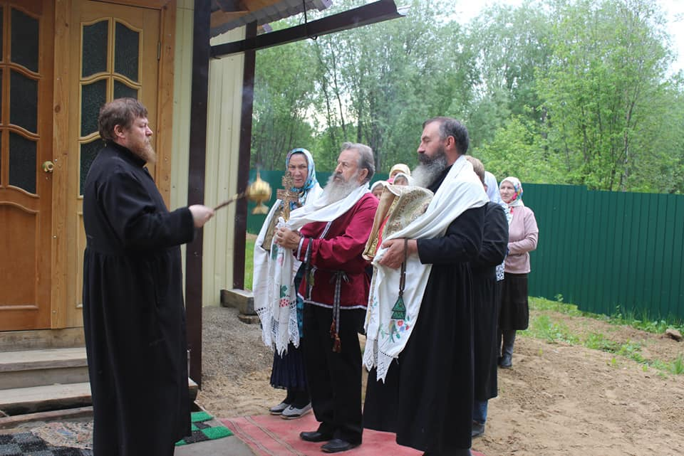 Установка креста иосвящение моленного дома вРеспублике Коми