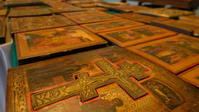 Стоит ли передавать иконы Церкви?