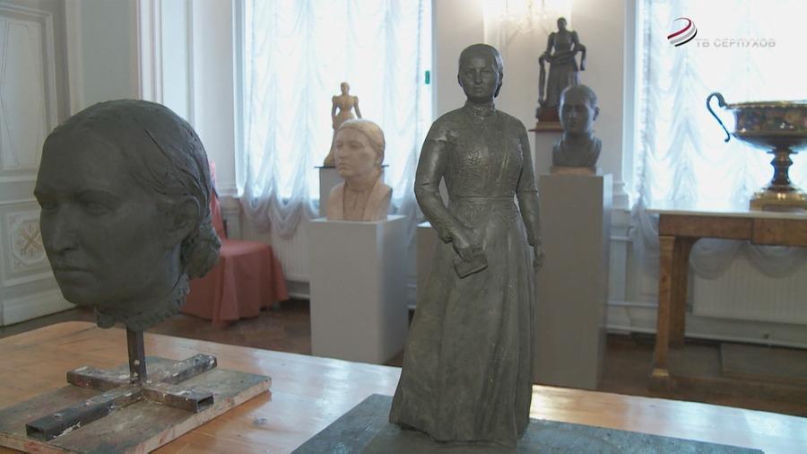 Памятник Анне Васильевне Мараевой вСерпухове: такимли ондолжен быть?