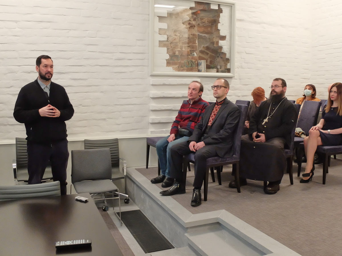 Директор Института религии и политики Антон Игнатенко на презентации фильма «Староверы» во Всемирном союзе староверов