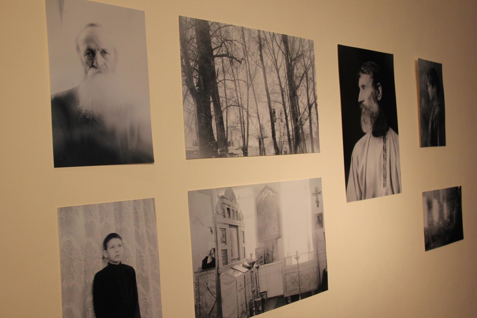 Снимки Федора Телкова на одной из старообрядческих выставок в Екатеринбурге