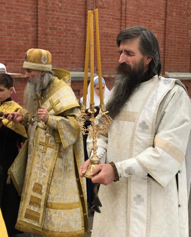 Спасатель, бизнесмен, отшельник и десантник стали диаконами на Урале: знакомимся с новым духовенством