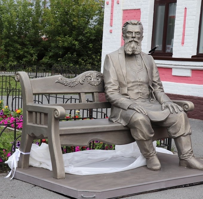 ВЗаводоуковске установили памятник купцу-староверу Колмакову