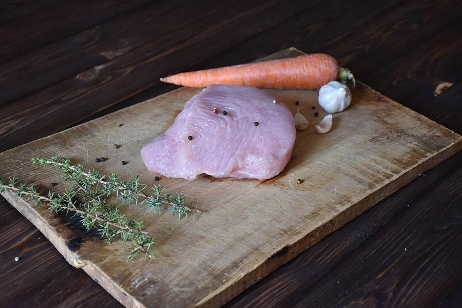 Мясо индейки под белым соусом
