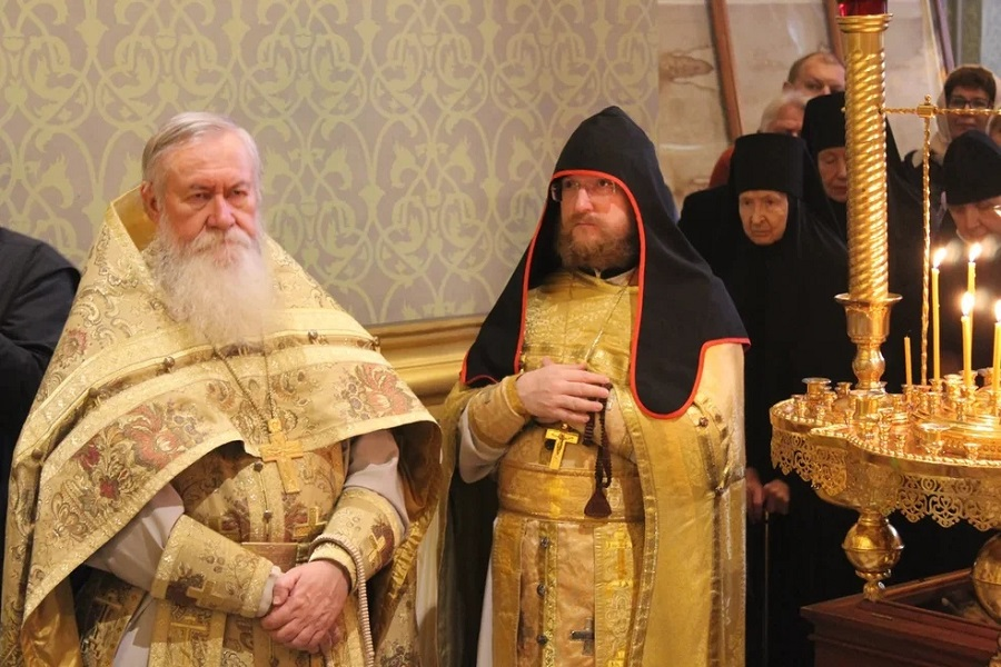 В Санкт-Петербургской митрополии РПЦ впервые за 100 лет совершена архиерейская литургия по старому обряду
