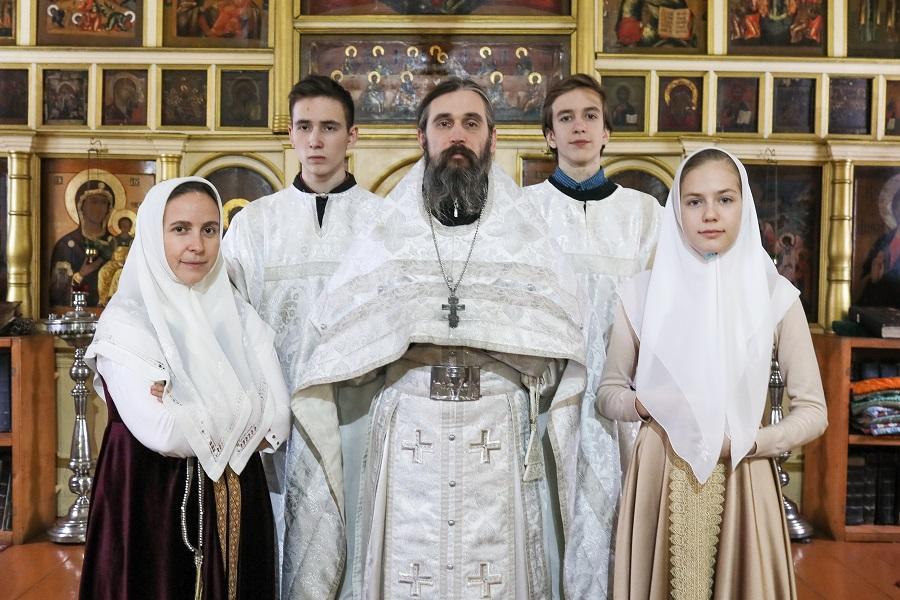 Иерей Максим Андреев с семьей